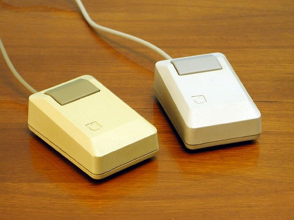 first-computer-mouse-by-macintosh.jpg