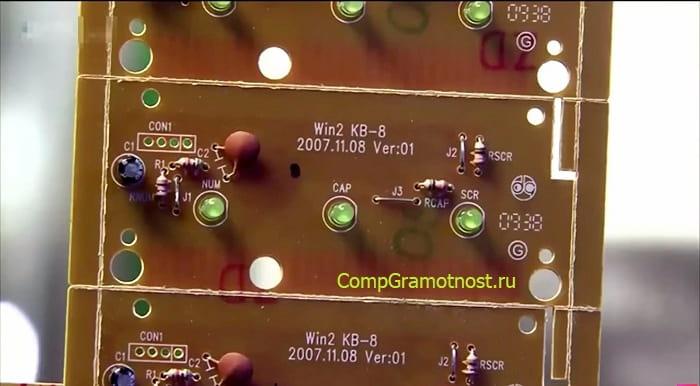 ustanovka-svetodiodov-na-platu-klaviatury.jpg
