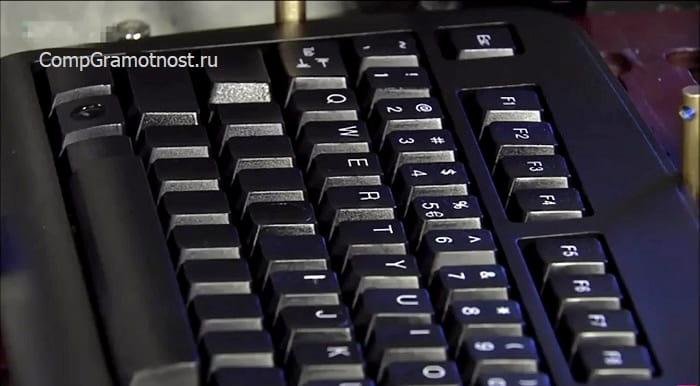 nanesenie-simvolov-na-klavishi-klaviatury.jpg