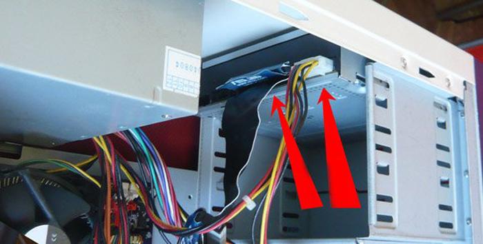 Povrezhdenie-shlejfa-podkljuchennogo-k-diskovodu-i-materinskoj-plate-mozhet-vlijat-na-otobrazhenie-diskovoda-v-sisteme.jpg