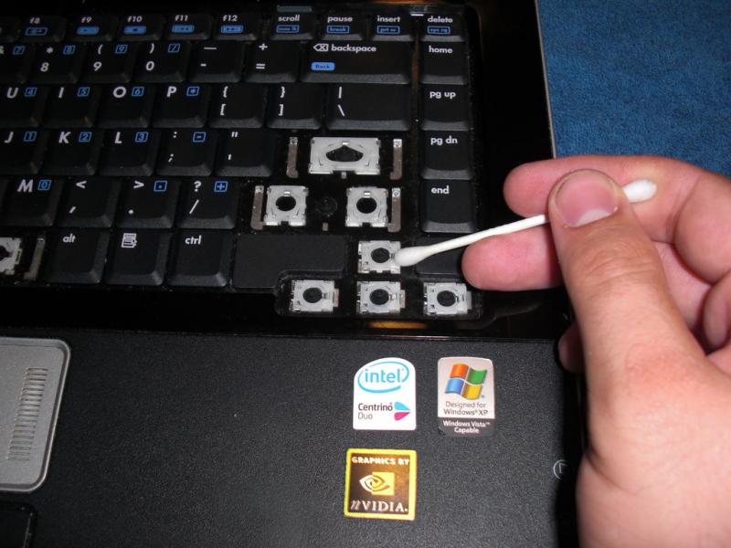 kak-chistit-klaviaturu-na-noutbuke-b1c4700.jpg
