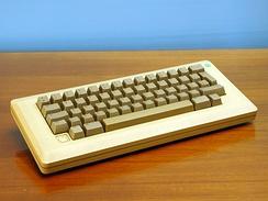 im244-Apple_Macintosh_Plus_Keyboard.jpg